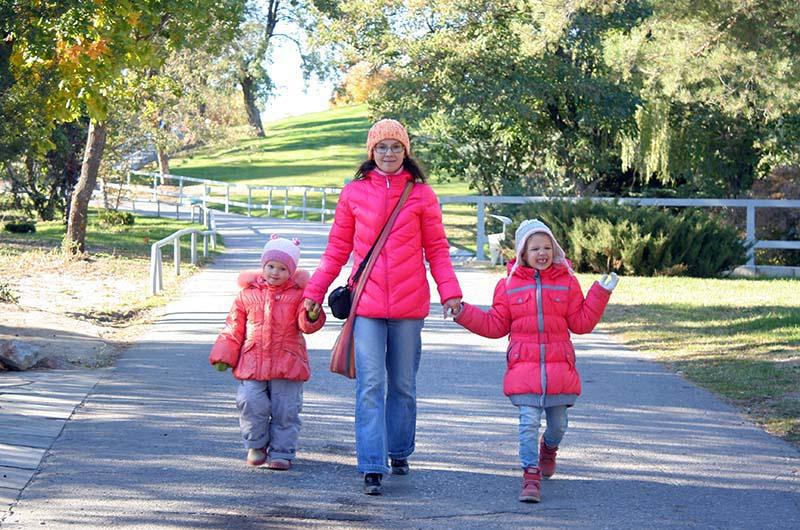 Мы ездили в Волгоград с двумя маленькими дочками.