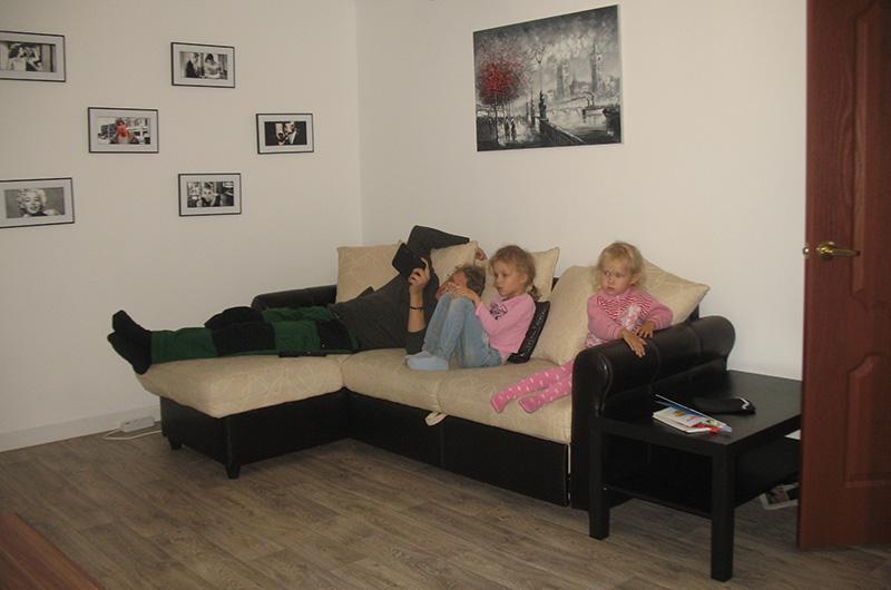 Эта наша квартира, которую мы снимали через Суточно.ру в Волгограде.