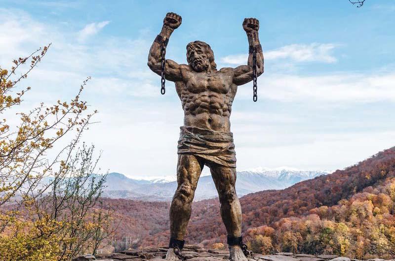 Статуя Прометея на Орлиных скалах.