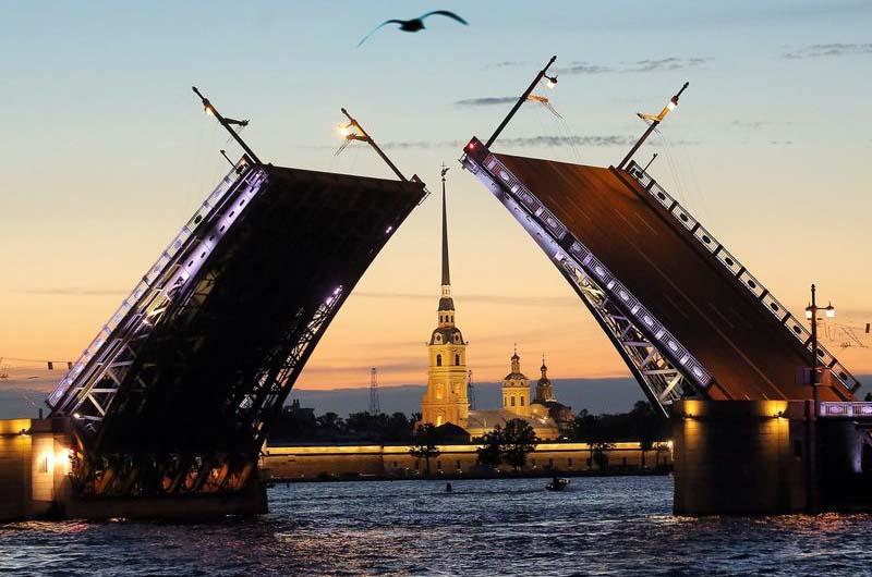 Открыточный вид на Дворцовый мост.